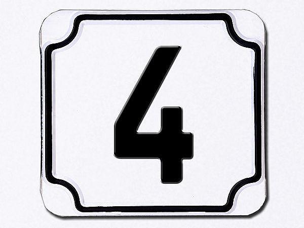 Hausnummer geprägt in weiß --- Ziffer 4