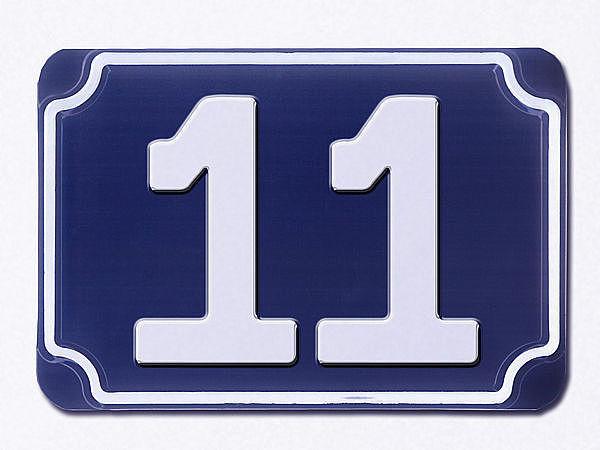 Blaue geprägte Haus-Nummer 11