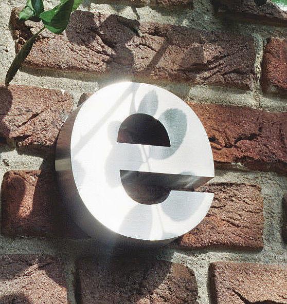 3D Kleinbuchstabe e aus Edelstahl - Höhe 160 mm und Tiefe 30 mm