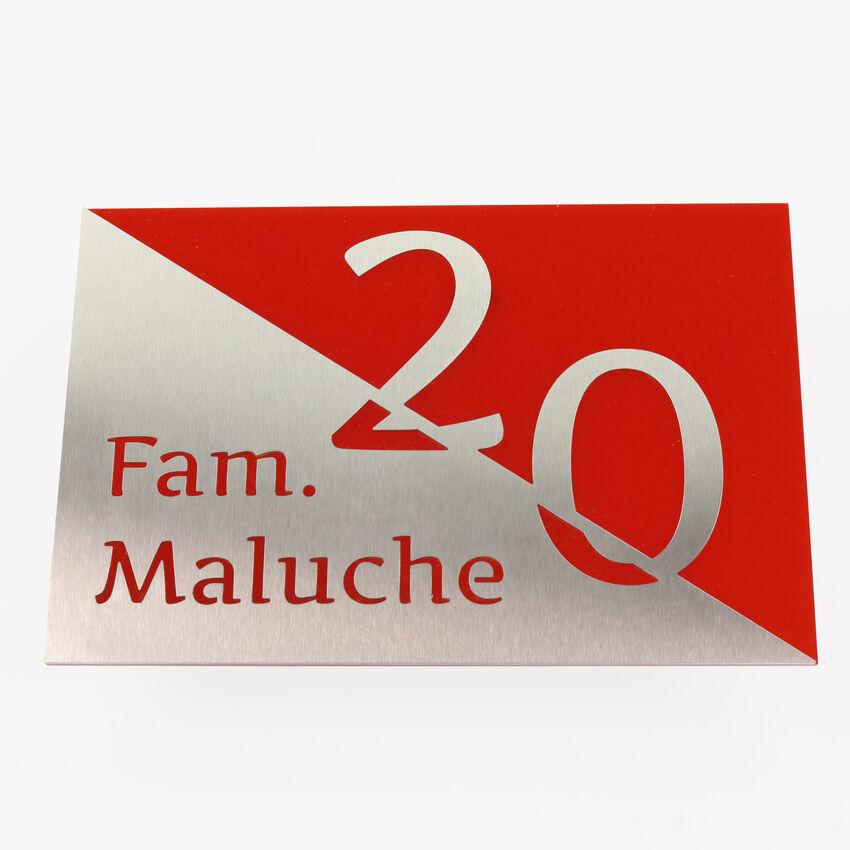 Farbige Hausnummer mit Name aus Edelstahl - Design Triangle bei SchilderShop